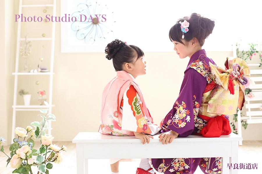 お姉ちゃんと一緒に女子トーク優しい雰囲気の七五三写真