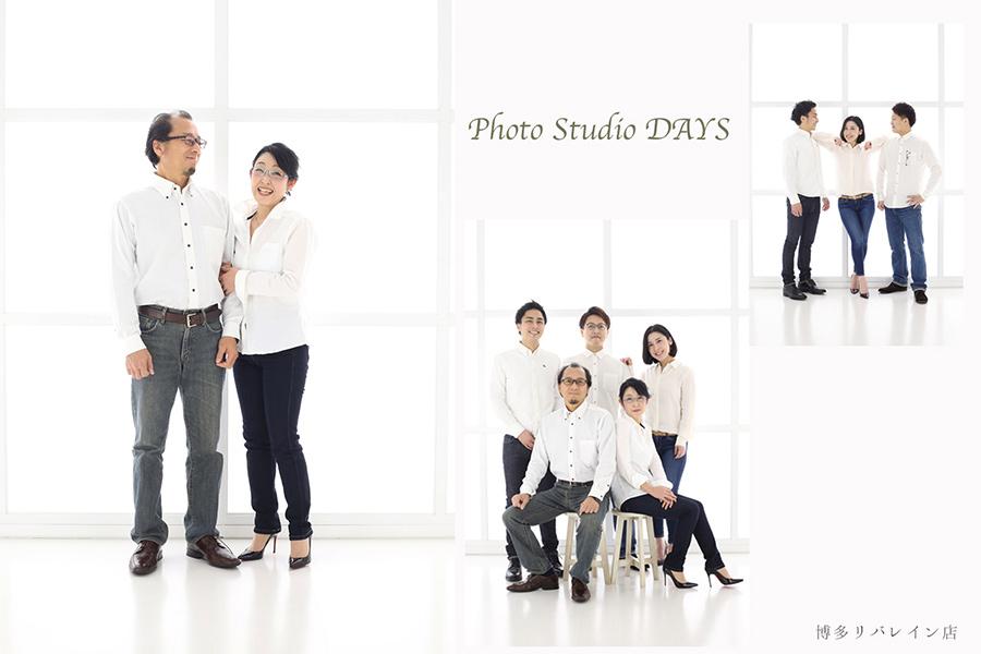 お揃いのファッションで家族写真