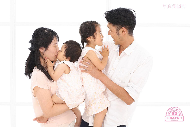 ママとパパと一緒に撮る家族写真