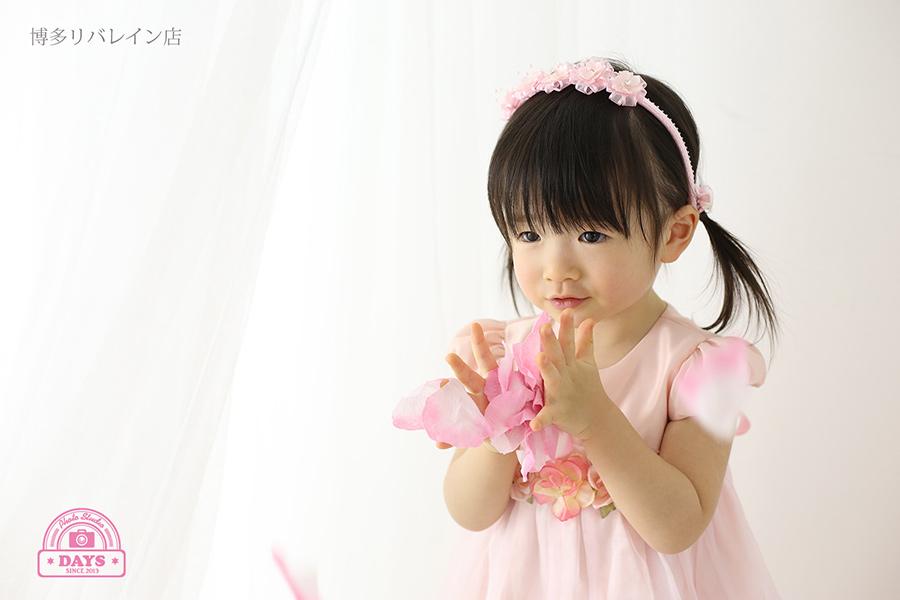 ピンクドレスの女の子
