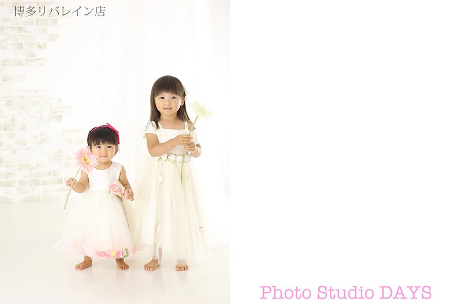 白ドレスで揃えた姉妹写真